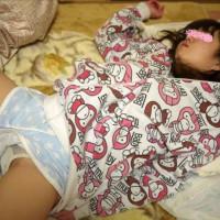 寝ている娘を隠し撮りした変態親父からのエロ画像が届いたぞ!!!
