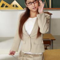 のぞきがバレたら巨乳な先生がもっとイイもの見せてくれました – 鈴木さとみ