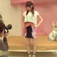 仕事のために身体を捧げる新人モデル – 愛沢かりん【美乳・オナニー・中出し】